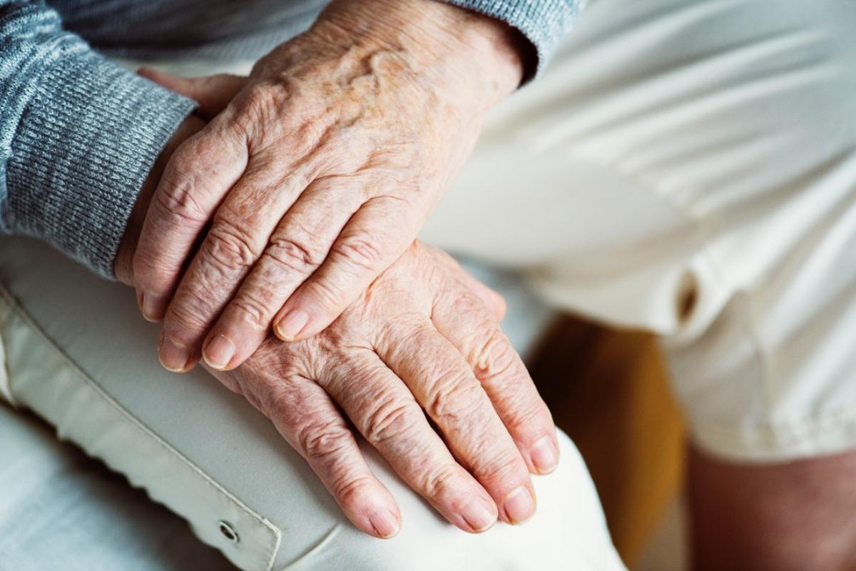24 Stunden Pflege Im Alter Zu Hause Wohnen Vitalnews De